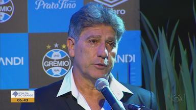Estátua de Renato, técnico do Grêmio, é inaugurado em Porto Alegre - O treinador se emocionou no evento de estréia.