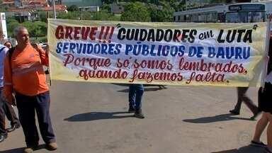 Servidores municipais de Bauru entram em greve e pedem reajuste salarial - A Prefeitura Municipal de Bauru já realizou uma proposta e aguarda posição do Sindicato dos Servidores públicos de Bauru e Região.