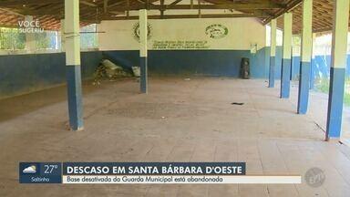 Base desativada da Guarda Municipal está abandonada em Santa Barbara D'Oeste - Prédio onde funcionava a base da Guarda Municipal está abandonado, no Bairro Cruzeiro do Sul. Imagens mostram que o mato praticamente tomou o terreno.
