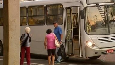 Passageiros enfrentam dificuldades após empresa assumir transporte público em Birigui - Em Birigui (SP), uma nova empresa assumiu o transporte público da cidade, na manhã desta terça-feira (26), e os passageiros já enfrentaram atrasos.