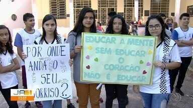 Reorganização na rede de ensino preocupa pais e alunos no estado - Secretária estadual da Educação, Fátima Gavioli, explica as mudanças nas escolas de Goiás depois da reordenação da rede.