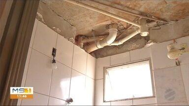Moradores reclamam condições da estrutura de apartamentos construído com recursos federais - Em Três Lagoas.