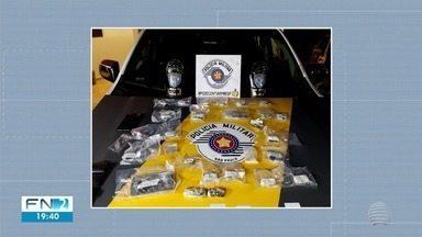 Rapaz preso com quase R$ 7 mil em drogas é levado para o CDP - Abordagem ocorreu em Presidente Epitácio.