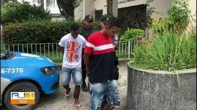 Polícia prende mais dois acusados de estuprar menor de 12 anos em Itaguaí - Higor Teixeira da Silva e Nielson Correa Miguel foram encontrados por policiais do batalhão de Queimados. Investigadores dizem que eles estão entre os 11 homens que estupraram a adolescente e divulgaram imagens na internet.