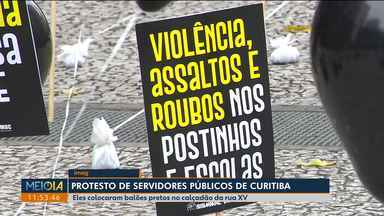 Sindicato dos servidores públicos e municipais faz protesto no aniversário de Curitiba - Eles colocaram balões pretos para reclamar das condições de trabalho nos centros de educação infantil e dos postos de saúde.