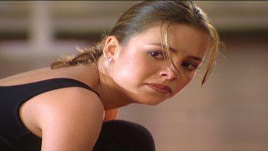 Na Ponta Dos Pés - Sandy decide abrir sua própria academia após ser pressionada pela professora de balé para escolher entre a dança e sua carreira. Sandy torce o pé na corrida e Tony cuida dela.