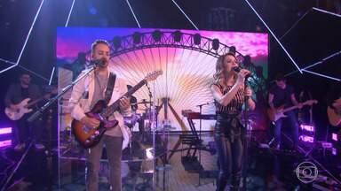 Sandy e Junior cantam sucessos de momentos diferentes da carreira - 'Vamo Pulá!' agita o palco do 'Caldeirão'