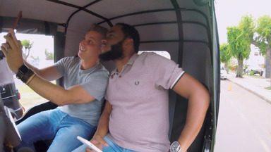 Luciano Huck vai até Moçambique conhecer mais sobre quem vive no país - Ele anda de Txopela e conhece pessoas que tem ligação com o Brasil