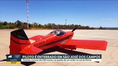 Piloto morre em queda de avião no sul de Minas Gerais - Tenente-coronel da FAB foi enterrado em São José dos Campos