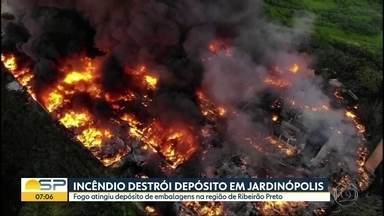 Incêndio destrói depósito em Jardinópolis - Fogo atingiu depósito de embalagens na região de Ribeirão Preto