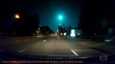 Motoristas flagram momento exato da queda de um meteoro, na Flórida (EUA) - A bola de fogo cruzou o céu de várias cidades e mais de uma pessoa conseguiu gravar o fenômeno.