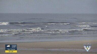 Turista de 23 anos desaparece após entrar no mar em Praia Grande - Bombeiros foram mobilizados e realizam buscas pelo turista.
