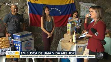 Grupo de refugiados da Venezuela participa de feira de produtos típicos em Salvador - A feira organizada pela igreja católica ajuda na reinserção dos refugiados ao mercado de trabalho.