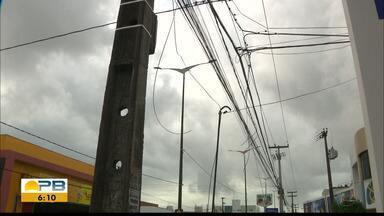 TAC propõe que empresas organizem fios irregulares em postes, na Paraíba - Termo de Ajustamento de Conduta foi proposta pelo Procon Estadual.
