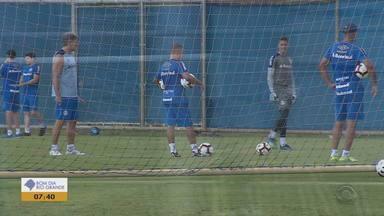 Técnico Renato faz treinamento com goleiros do Grêmio - Assista ao vídeo.