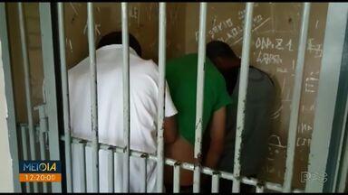 Quatro são presos suspeitos de assaltar clube no bairro Oficinas, em Ponta Grossa - Segundo a Polícia Militar (PM), eles invadiram a secretaria do clube e fugiram levando dinheiro.