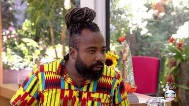 Rodrigo comenta polêmica do ronco - Ex-BBB morre de rir ao ver o clipe do funk de sua mãe defendendo seu ronco