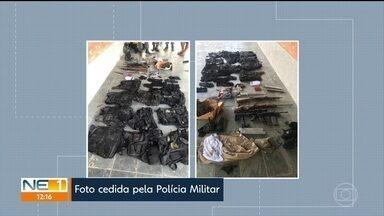 PM prende três suspeitos de participar de explosão em agência da Caixa, em Bezerros - Segundo a polícia, homens estavam em uma casa, em Caruaru, com armas e coletes