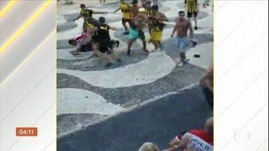 Cerca de cem torcedores do Peñarol são detidos após confusão na Zona Sul do Rio - A confusão aconteceu na praia do Leme. O time uruguaio está na cidade para o jogo contra o Flamengo, pela Libertadores.