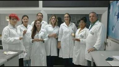 Sabão social é criado com óleo de cozinha e embalagem sustentável - No quadro Nós.Doc, conhecemos a invenção do professor Luciano Roberto em parceria com uma turma de alunos multidisciplinares.
