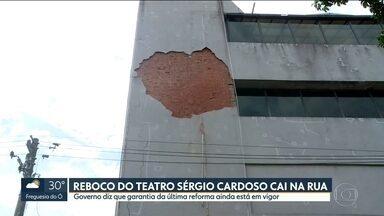 Reboco do Teatro Sérgio Cardoso cai no meio da rua em SP - Governo do Estado diz que reforma de 2014 ainda está em vigor