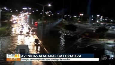 Alagamento na Av. Alberto Craveiro e caos no trânsito - Confira outras notícias no g1.com.br/ce