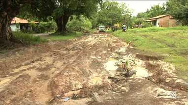Condições infraestruturais das estradas do Maranhão complicam a vida da população - Nesta semana, uma mulher que entrou em trabalho de parto a caminho do hospital perdeu os bebês gêmeos, porque a ambulância que ela estava atolou.