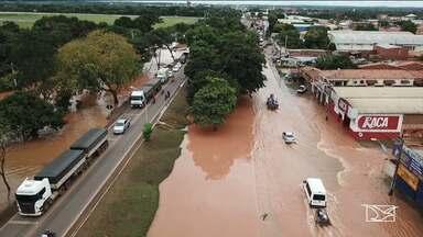 Imperatriz tem ruas alagadas por contas das chuvas na região - Riachos que ficam as margens da BR-010 transbordaram devido ao volume das chuvas.