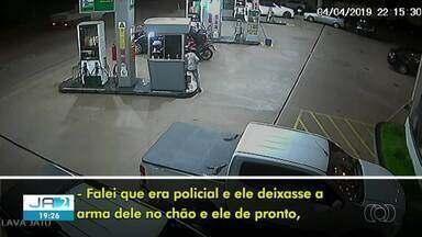 Policial e criminosos trocam tiros durante assalto em posto de combustível - Policial e criminosos trocam tiros durante assalto em posto de combustível