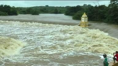 Chuva intensa em diversas regiões do Ceará. - Dezenas de pessoas estão fora de casa e aulas foram suspensas na zona rural de Granja.