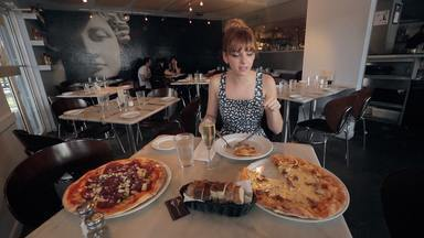 10 Pizzas de encher a barriga - Em um passeio pelo mundo, Titi busca as mais diferentes pizzas. Ela descobre a favorita das madrugadas de jogatina em Las Vegas, a das celebridades em Nova York, e por aí vai...
