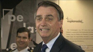 """""""Não nasci para ser presidente, nasci para ser militar"""", diz Bolsonaro a jornalistas - O presidente Jair Bolsonaro falou bastante e sobre temas variados com os jornalistas durante todo o dia. Além de um café da manhã, deu duas coletivas."""