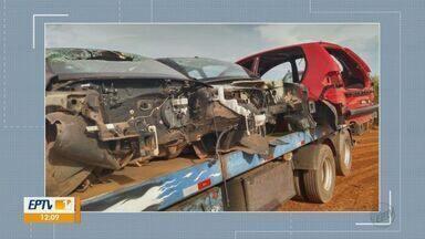 Guarda Civil Municipal encontra 'cemitério' de veículos em Araras - Quatro carros foram encontrados depenados e carcaças tinham placas de Nova Odessa, Campinas e Hortolândia.
