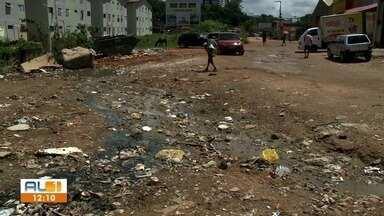 Moradores reclamam da falta de saneamenrto básico no Vale do Reginaldo - Até protesto eles fizeram, mas nada foi resolvido.