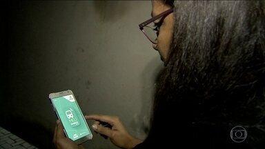 Aplicativo facilita a denúncia de assédio sexual no transporte público em Fortaleza - Basta um click dentro do aplicativo da prefeitura para os passageiros denunciarem. O sistema utiliza as câmeras de monitoramento dos terminais e de dentro dos ônibus.