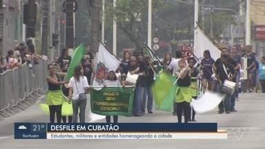 Mais de 2 mil pessoas participam de desfile em celebração ao aniversário de Cubatão - Evento foi promovido para comemorar 70 anos de emancipação político-administrativa da cidade.