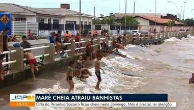 Ontem com a maré passando dos 3 metros muitas pessoas aproveitaram pra tomar banho - Orla do bairro Perpétuo Socorro ficou cheia neste domingo.