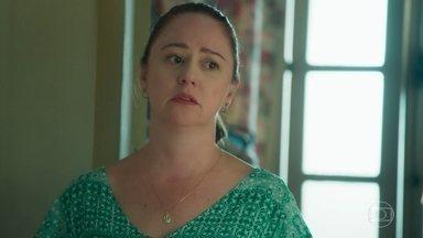 Rosália descobre que Pérola pagou por sua cirurgia - Jade conta a Pérola que está se divertindo com Érico. Rosália escuta a conversa das duas sobre a impossibilidade de Pérola viajar para se encontrar com Márcio