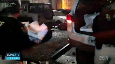 PRF apreende quase 300 kg de maconha na BR-277 em Prudentópolis - A droga estava em um carro que desobedeceu ordem de parada.