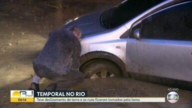 Ruas ficam tomadas pela lama após forte temporal no Rio de Janeiro - Ruas ficam tomadas pela lama após forte temporal no Rio de Janeiro