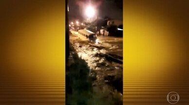 Temporal mata três pessoas no Rio de Janeiro - Terça-feira (9) começou com mais chuva. Escolas municipais cancelaram as aulas nesta e cidade se mantém em estágio de crise.