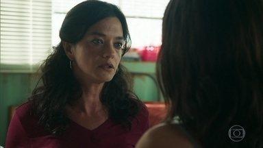 Missade conta a Laila que pediu a Jamil para se afastar da filha - Laila fica aborrecida com a atitude da mãe