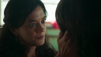 Missade questiona Laila, que diz gostar de Jamil - Ela diz desejar que a filha não tenha feito nenhuma loucura porque isso seria uma desgraça para a família