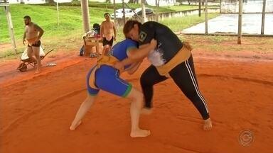 Lutadores de sumô de Capão Bonito participam do mundial da modalidade - Três lutadores de sumô de Capão Bonito (SP) irão participar do mundial da modalidade que será realizado em outubro nos Estados Unidos.