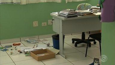 Ladrões invadem creche em Itupeva - A creche municipal do bairro São Roque da Chave foi invadida por bandidos nesta sexta-feira (12). Eles arrombaram a grade de uma das janelas e reviraram toda a unidade.