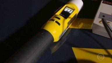 Novo bafômetro agiliza blitz da Lei Seca - Modelo não precisa do famoso canudo para fazer o teste.