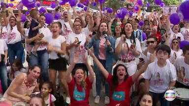 Em Sapiranga a festa é grande com as apresentações da gauchinha na final do The Voice Kids - Assista ao vídeo.