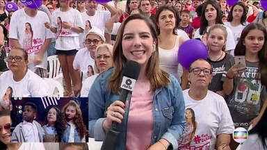 Torcida pela Luiza Barobasa, em Sapiranga, aguarda o resultado da final do The Voice Kids - Assista ao vídeo.