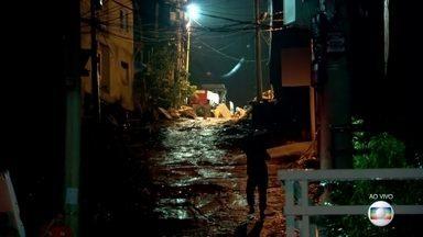 Bombeiros fazem buscas por vítimas na Muzema, no Rio de Janeiro - Dois edifícios desabaram na última sexta-feira (12). Comunidade é controlada pela milícia e prédios eram irregulares. Já são mais de 60 horas de buscas.