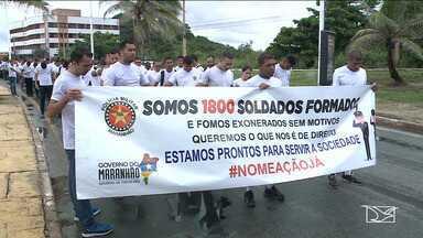 Aprovados no concurso para PM realizam passeata em São Luís - Eles estão acampados há mais de 20 dias em frente ao Palácio dos Leões, na capital, à espera de uma reposta do governo do estado.